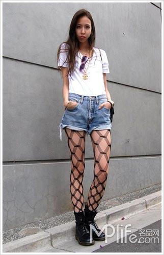 白t恤+牛仔短裤