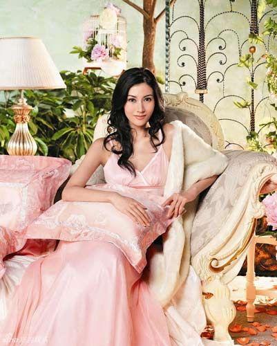 高贵甜美的粉色长睡裙