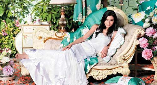 纯洁典雅的白色长裙