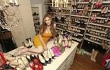 鞋控和她的1200双高跟鞋