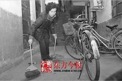 香港千万阔太被夫骗离婚 在郑州当保姆度日