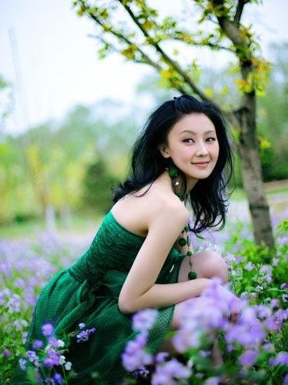 组图:甘薇夏日户外写真绿色伊人清纯唯美