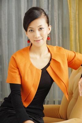 宋美遐受邀出席化妆品奢侈品品牌新品发布会