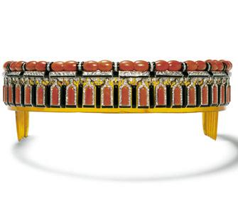 1922年缟玛瑙与珊瑚束发箍鲜明色彩对比