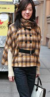 斗篷式外套是很多女孩子新年必败的单品