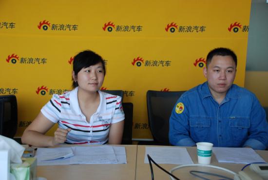 高级销售顾问马晓蕊(左)和高级技术诊断师朱世武(右)