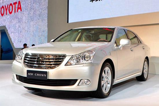 图为上海车展时展出的新皇冠