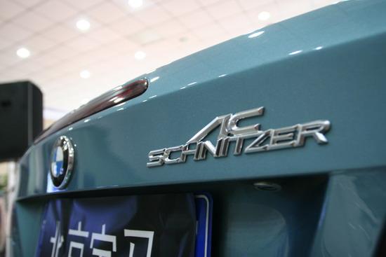 每台改装车尾部都会有AC的铭牌