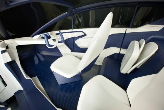 本田P-NUT概念车采用1+2的三座椅设计