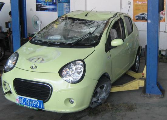 擦明显,并明显凹陷,左前轮轮毂已明显变形-吉利汽车熊猫一次真实高清图片