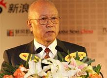 中国汽车工程学会名誉理事长、中国汽车人才研究会理事长邵奇惠做主旨报告