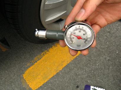 简单的轮胎气压表图片