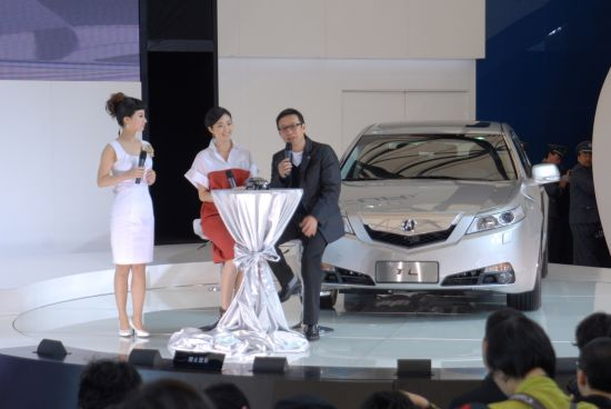 刘伟强、桂纶镁与Acura TL