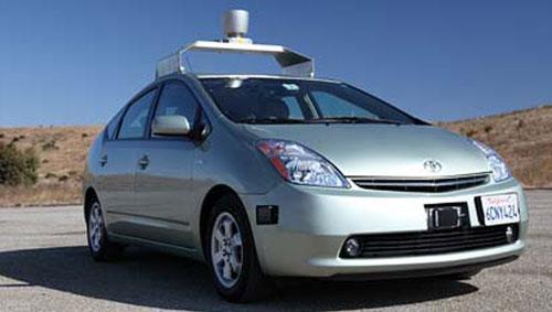 谷歌研发的无人驾驶汽车,据说反应速度比人还要快。(互联网照片)