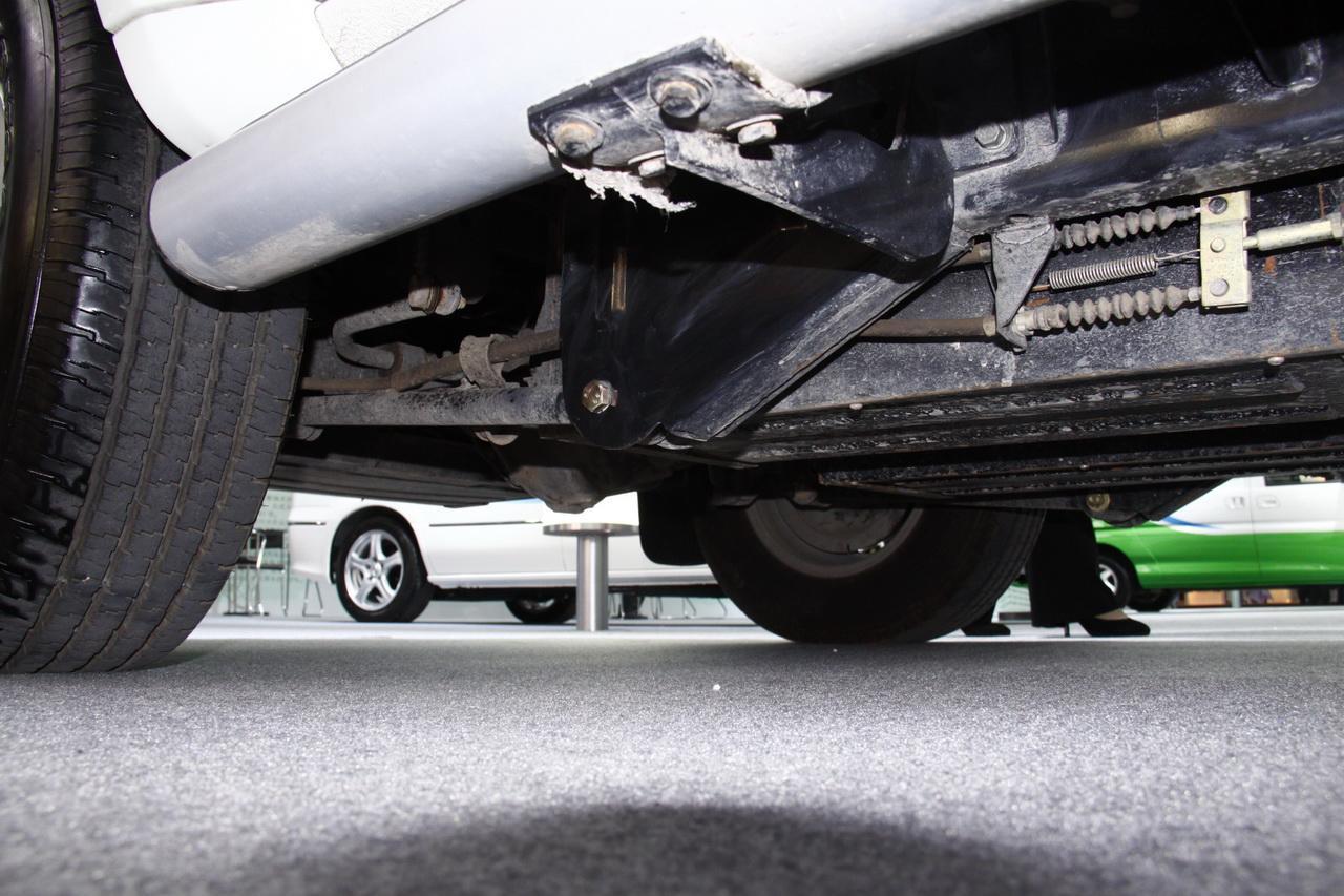 东风奥丁纯电动车底盘与电池组