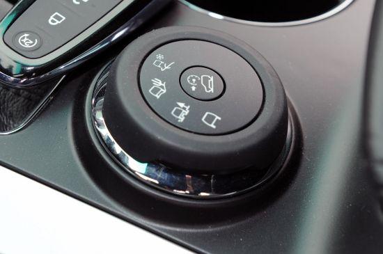 2011福特Explorer配备的实时路况选择驾驶系统