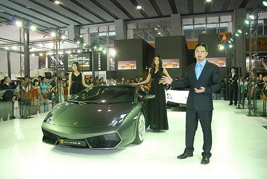 更轻更快 经典兰博基尼超级跑车亮相广州车展