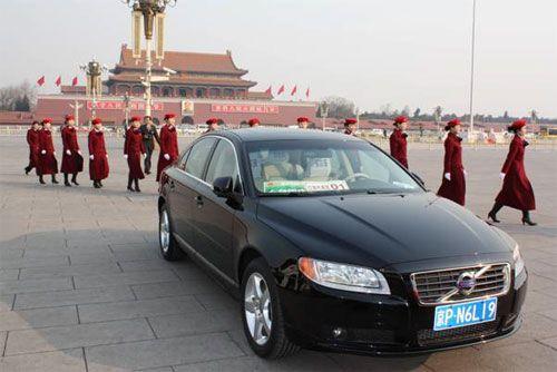 两会礼仪走过沃尔沃汽车-沃尔沃S80L首次成为全国两会官方用车高清图片