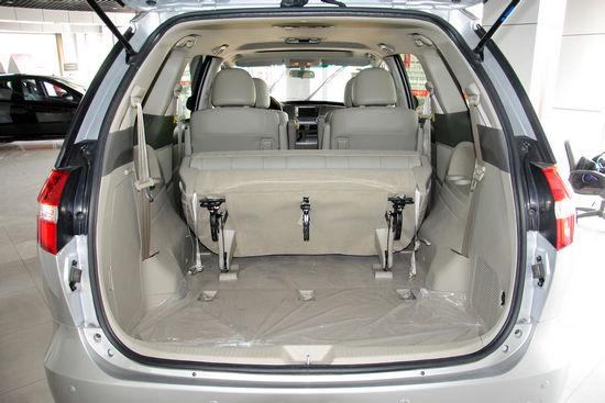 后备厢空间 点击进入2011款比亚迪M6高清到店实拍(200张)