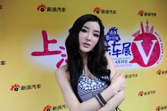 模特李颖芝接受新浪汽车专访