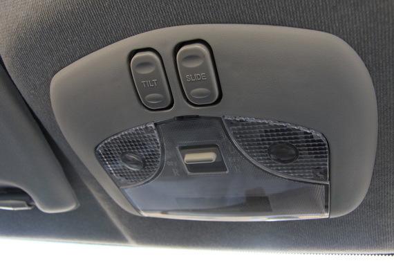 天窗控制键,Tilt(翘起)、Slide(滑开)