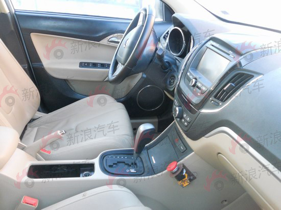 MG5浅色内饰车型