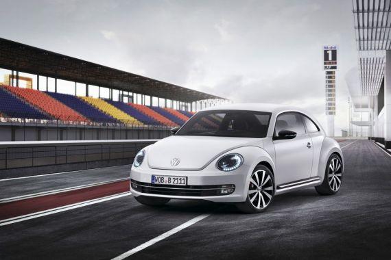 R 是高性能、 运动化 个性化 以及终极驾驶乐趣的代名词。因此,甲壳虫R概念车可以说是全新一代甲壳虫的高性能版。专门开发和销售运动型及个性化车型的大众汽车R有限公司,希望在全新一代甲壳虫的动感设计上更进一步,打造一款更加强悍、更具个性的甲壳虫。更宽的前后保险杠,功能强大的进气口,更大的车尾扰流板,加上多处高光黑的设计,20英寸Talladega铝质合金轮毂,带R标志的蓝色刹车卡钳,Ergopads的桶式赛车座椅等运动化元素,彰显出甲壳虫R概念车作为高性能版甲壳虫的特殊
