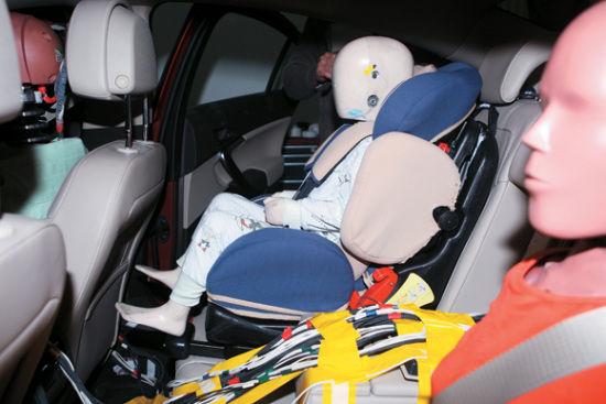 国外儿童安全座椅碰撞试验