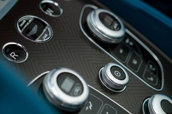 Aston Martin Vanquish Volante 30