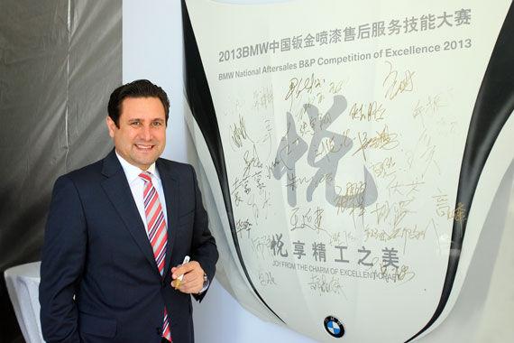 华晨宝马汽车有限公司售后服务副总裁穆克先生在大赛现场