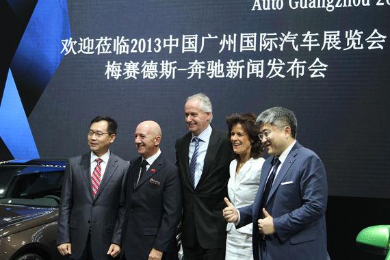 2013广州车展梅赛德斯-奔驰发布会高层领导合影