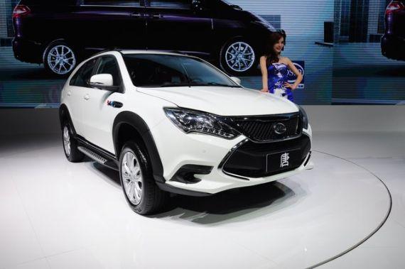 自主新能源车型的代表之作比亚迪唐