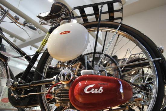 本田宗一郎把从军队收购来的野外电台车小引擎,加装到500辆自行车图片