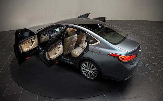 Hyundai Genesis 06