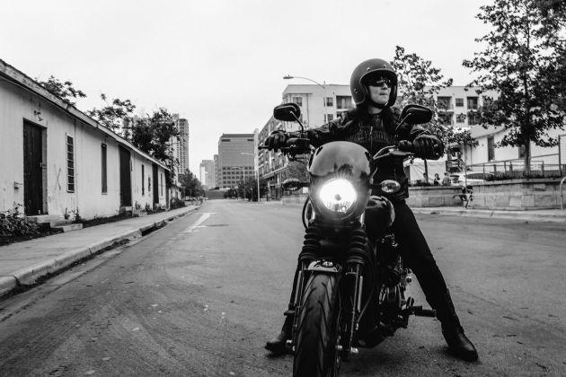 哈雷戴维森暗黑定制摩托 挑动不羁的灵魂