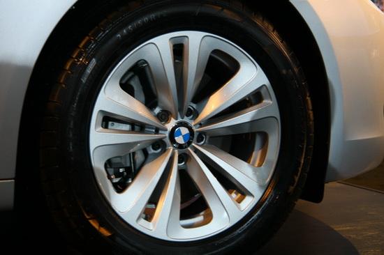 图为BMW730Li