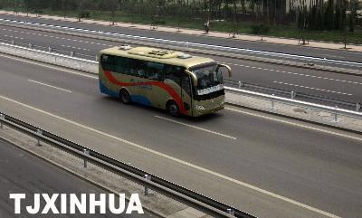 天津公交首次驶上高速公路 行程缩短30分钟高清图片