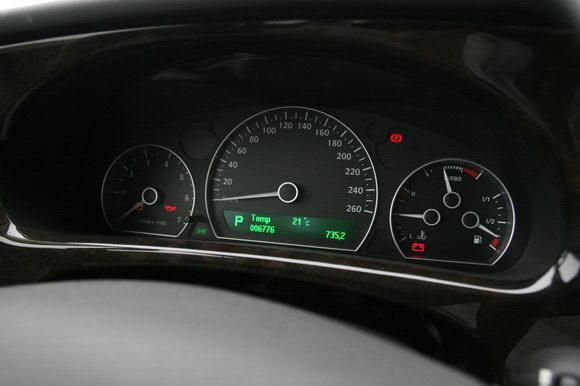 绿色的仪表盘设计中规中距