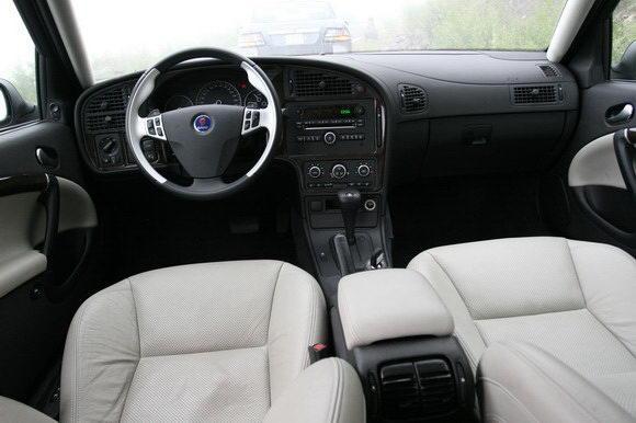 萨博95的内饰以功能优先设计,颇有战斗机驾驶舱的风范