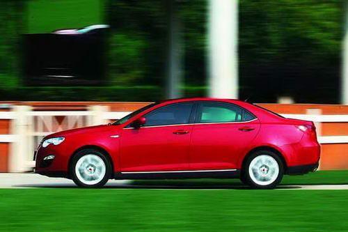 流畅的高腰线设计使550颇具英伦运动轿车的风范