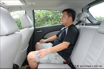 车内空间中规中矩,三车当中只有它配备了真皮座椅