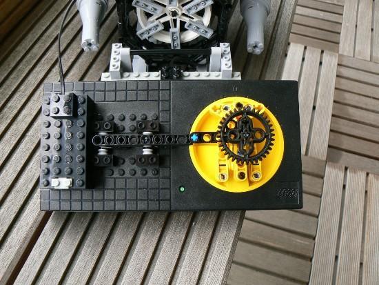 逼真的大玩具 乐高积木搭建的V8发动机