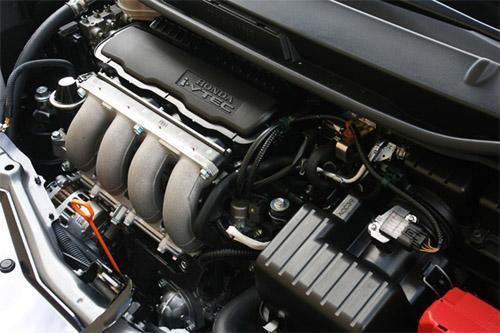 新思迪将会匹配来自新飞度的1.5升L15A发动机和来自思域的1.8升R18A发动机。