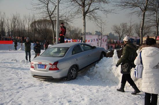 没有使用ESP的车型在附着力地下的雪地驾驶就有可能出现些小意外