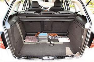 车内储物空间可达1533升。