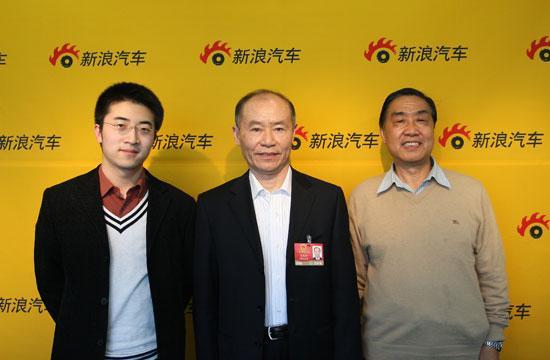 全国人大代表、江淮汽车董事长左延安(中),资深媒体人、高级记者程远(右)