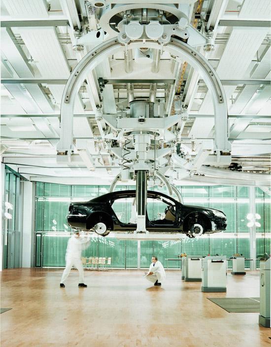 透明工厂内部生产线