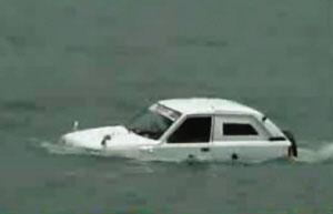 印度冰箱修理工实验三年1.9万美元自制水陆车