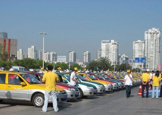 交付500台成立阳光车队新爱丽舍深耕温州出租车市场