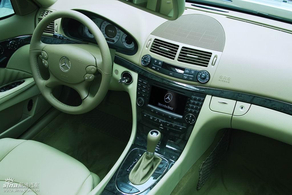 奔驰E230内饰
